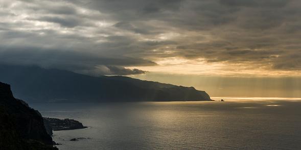 Porto Moniz「North shore with Porto Moniz at sunset」:スマホ壁紙(5)