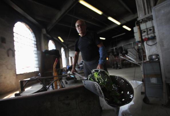 花瓶「Traditional Venetian Glass Blowers Practice Their Craft」:写真・画像(16)[壁紙.com]