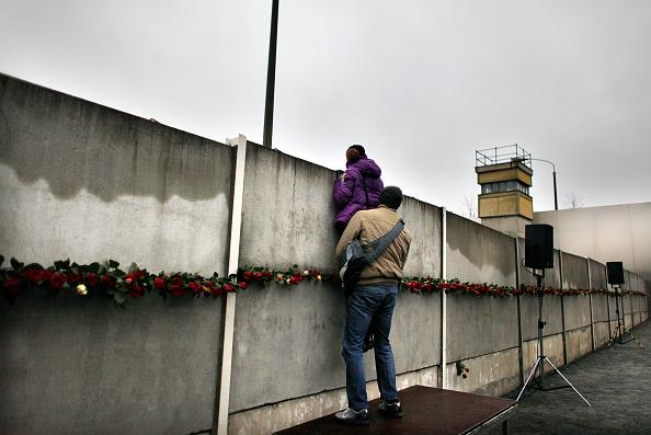 薔薇「Germany Celebrates 20 Years Fall Of The Berlin Wall」:写真・画像(6)[壁紙.com]