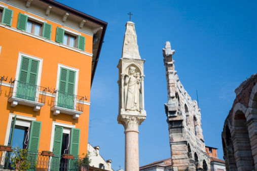 Roman「Religious carving on free-standing pillar in corner of Piazza Bra, with wall of Roman amphitheatre beyond.」:スマホ壁紙(7)