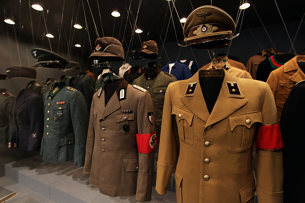 Uniform「'Hitler and the Germans Nation and Crime' Exhibition In Berlin」:写真・画像(0)[壁紙.com]
