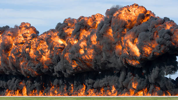 Massive Explosion and Fireball:スマホ壁紙(壁紙.com)