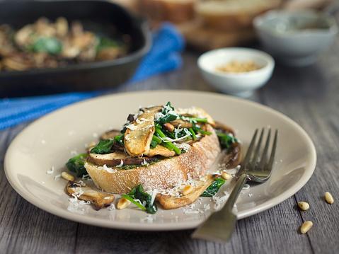 Plate「Healthy mushroom spinach bruschetta」:スマホ壁紙(8)