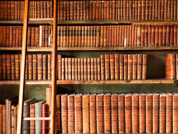 Shelf「The library, Brodsworth Hall, South Yorkshire, c2000s(?)」:写真・画像(17)[壁紙.com]