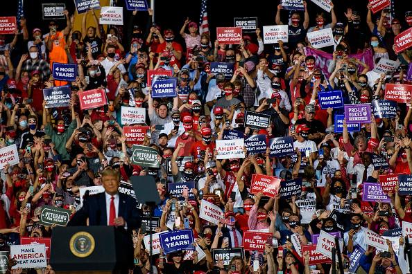 Crowd「President Trump Rallies His Supporters In North Carolina」:写真・画像(4)[壁紙.com]