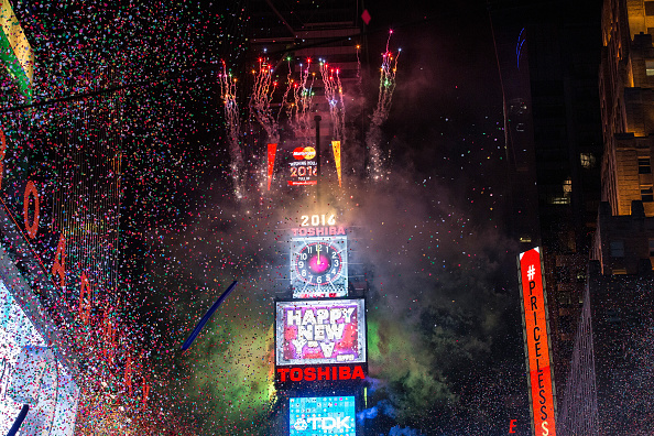 お正月「New York's Times Square Hosts Annual New Year's Eve Celebration」:写真・画像(13)[壁紙.com]