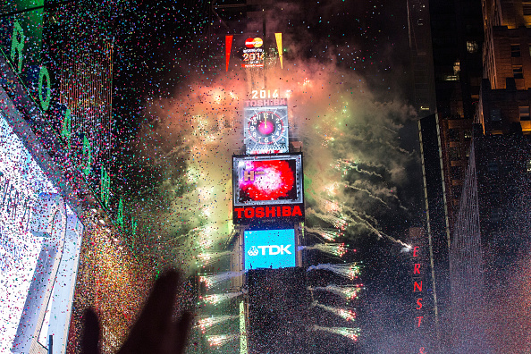 ヒューマンインタレスト「New York's Times Square Hosts Annual New Year's Eve Celebration」:写真・画像(14)[壁紙.com]
