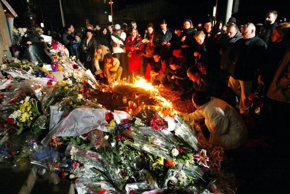 Lighting Equipment「Serbians Mourn The Assassination Of Prime Minister Zoran Djindjic」:写真・画像(10)[壁紙.com]