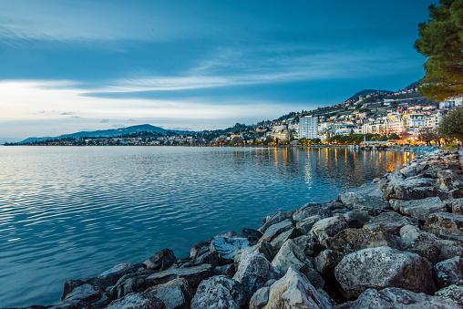 Vaud Canton「Montreux (Switzerland) and Lake Geneva in the evening twilight」:スマホ壁紙(5)