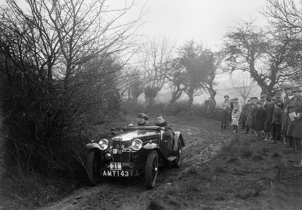 Country Road「MG J2 of E Dimond at the Sunbac Colmore Trial, near Winchcombe, Gloucestershire, 1934」:写真・画像(1)[壁紙.com]