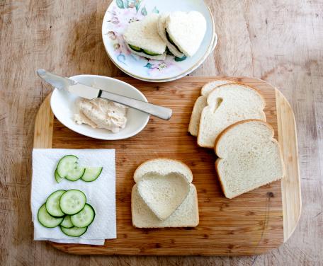 Pastry Cutter「Making heart shaped cucumber sandwiches.」:スマホ壁紙(11)