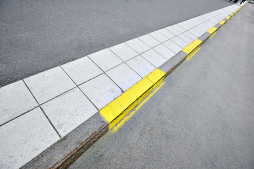 Dividing Line - Road Marking「Sidewalk and yellow road markings」:スマホ壁紙(2)
