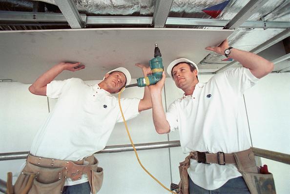 Ceiling「Plastering. Plasterer fixing plasterboard/lath.」:写真・画像(18)[壁紙.com]