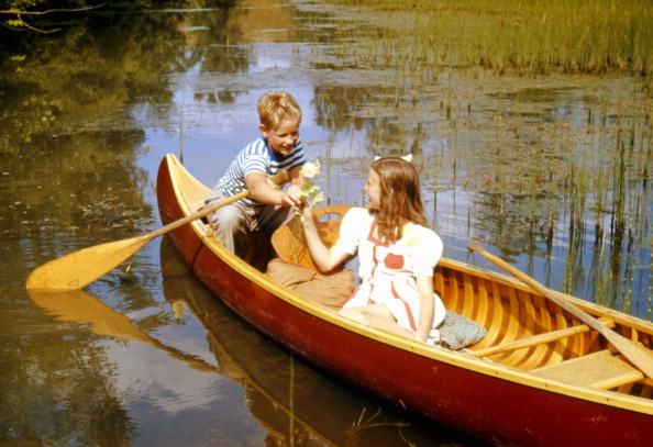 Friendship「Flowers in A Canoe」:写真・画像(1)[壁紙.com]