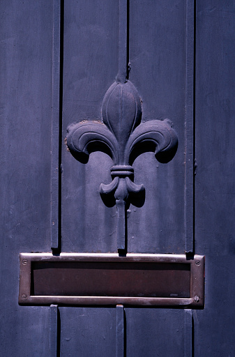 """Fleur De Lys「Details of a door with """"Fleur de Lys"""" (symbol of the King of France) in the French Quarter of New Orleans, Louisiana, USA」:スマホ壁紙(14)"""
