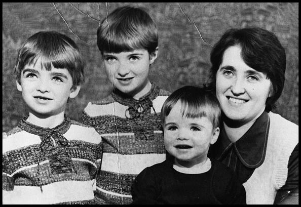 Desert Oasis「Gallagher Family Portrait」:写真・画像(1)[壁紙.com]