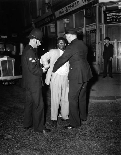 Black History in the UK「Police Search」:写真・画像(11)[壁紙.com]