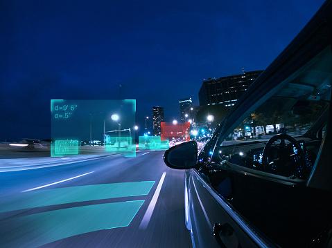移動中「Self driving autonomous car driving in the city, USA」:スマホ壁紙(16)