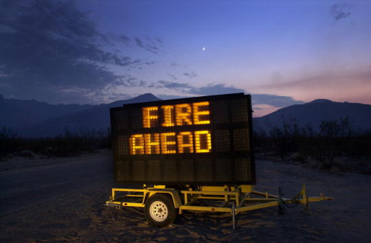 Sequoia National Forest「Wildfire Consumes Sequoia National Forest」:写真・画像(3)[壁紙.com]