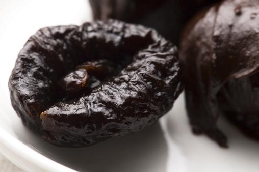 Praline「Dried plums in chocolate」:スマホ壁紙(17)