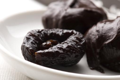 Praline「Dried plums in chocolate」:スマホ壁紙(19)