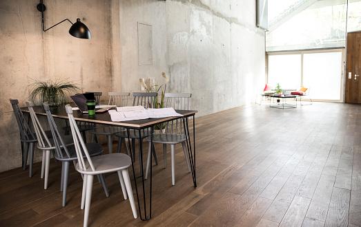 Concrete「Sitting area in a loft at concrete wall」:スマホ壁紙(18)