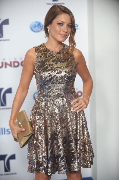 Gold Purse「Telemundo's Premios Tu Mundo Awards - Arrivals」:写真・画像(13)[壁紙.com]