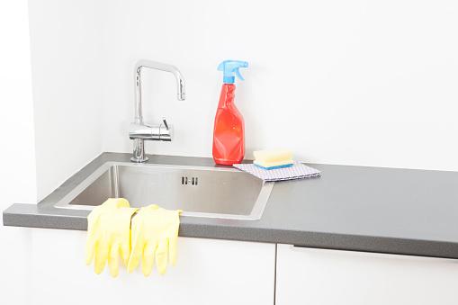 スイセン「Sink and cleaning utensils in kitchen」:スマホ壁紙(19)