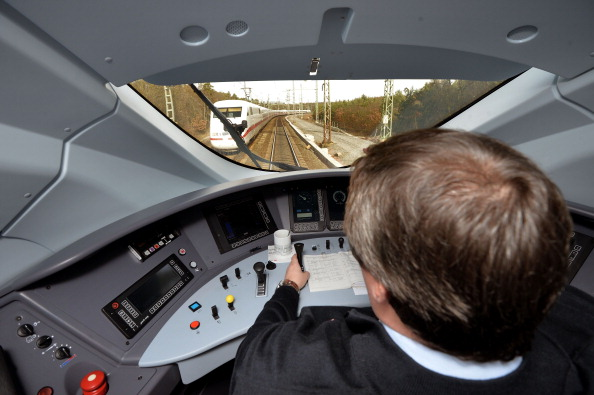 Passenger Train「Deutsche Bahn Introduces Latest ICE 3 High-Speed Train Generation」:写真・画像(17)[壁紙.com]