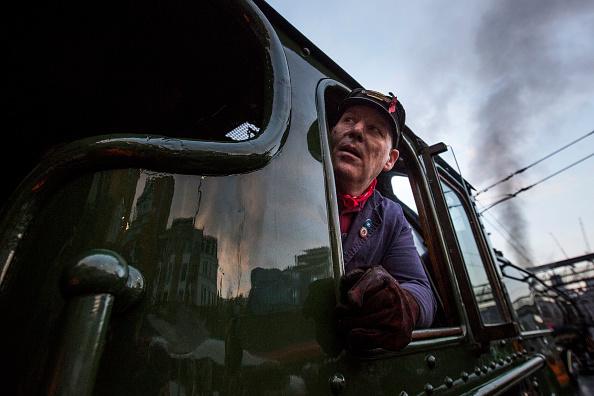 Steam Train「The Flying Scotsman Travels The East Coast Mainline After Multi-million Pound Restoration」:写真・画像(17)[壁紙.com]