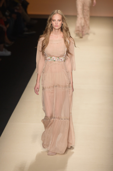 Nude Colored Dress「Alberta Ferretti - Runway - Milan Fashion Week Womenswear Spring/Summer 2015」:写真・画像(19)[壁紙.com]