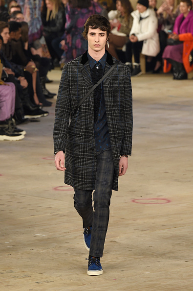 Checked Pants「Coach 1941 - Runway - February 2019 - New York Fashion Week」:写真・画像(12)[壁紙.com]