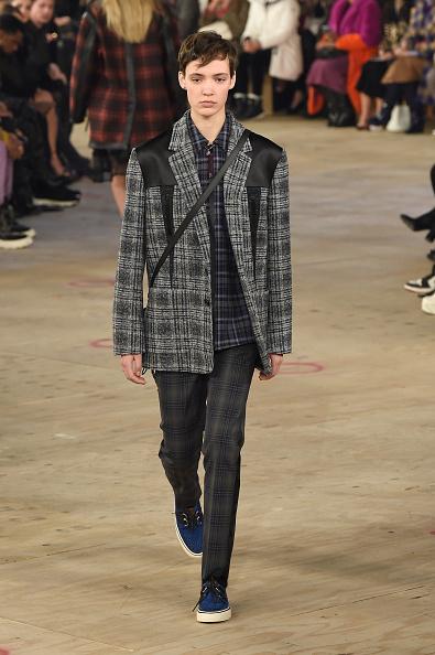 Checked Pants「Coach 1941 - Runway - February 2019 - New York Fashion Week」:写真・画像(18)[壁紙.com]