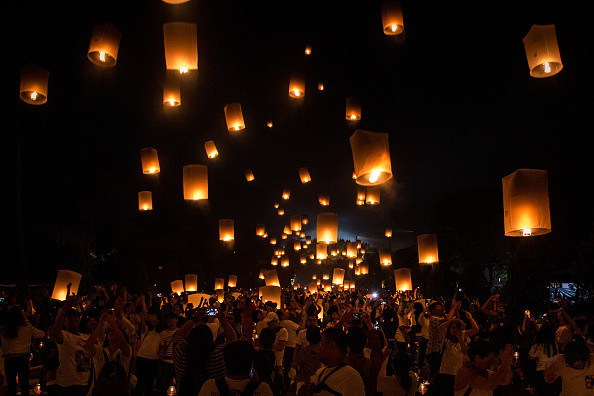 Lantern「Indonesia Commemorates Buddha's Birthday」:写真・画像(8)[壁紙.com]