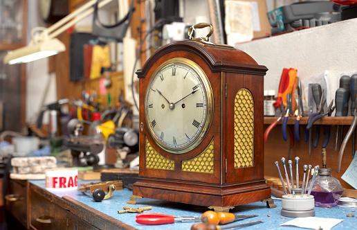 Restoring「Mantel clock repair」:スマホ壁紙(15)