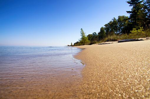 Lake Huron「USA, Michigan, sandy beach at Lake Huron」:スマホ壁紙(7)