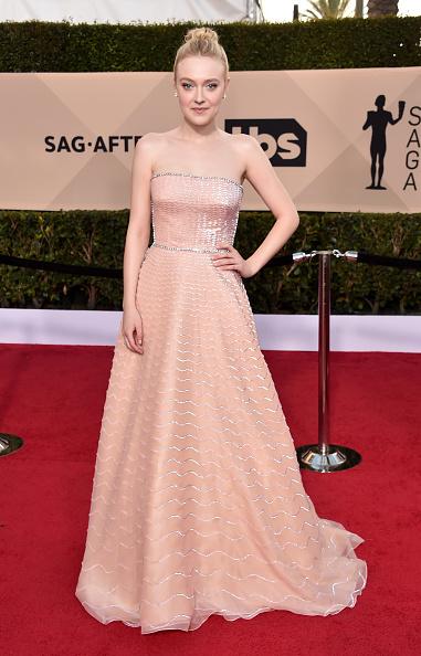 Dakota Fanning「24th Annual Screen Actors Guild Awards - Arrivals」:写真・画像(19)[壁紙.com]