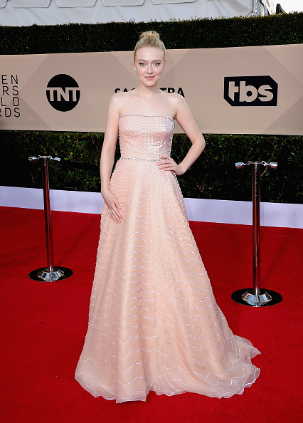 Dakota Fanning「24th Annual Screen Actors Guild Awards - Arrivals」:写真・画像(11)[壁紙.com]