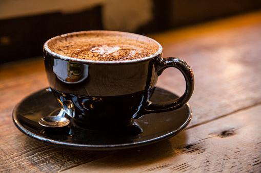 Coffee Break「Brown coffee cup on wood」:スマホ壁紙(10)