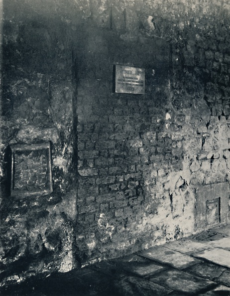 Brick Wall「Charterhouse. Food-Hatch And Doorway Of A Monks Cell」:写真・画像(18)[壁紙.com]