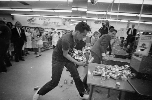 Sweeping「Tesco Frenzy」:写真・画像(7)[壁紙.com]