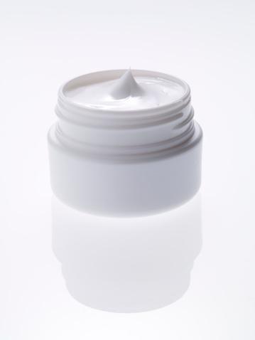 Container「Moisturizer cream on white background」:スマホ壁紙(8)