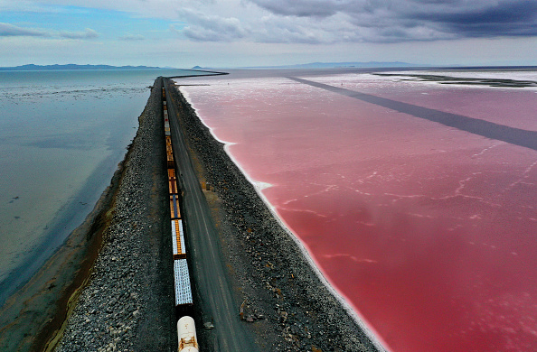 Bestpix「Drought Pushes Great Salt Lake To Lowest Levels On Record」:写真・画像(0)[壁紙.com]