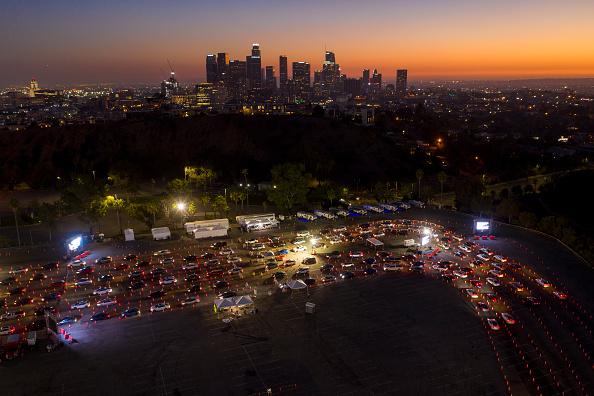 風景「Los Angeles Area Residents Wait To Get Tested For Coronavirus」:写真・画像(1)[壁紙.com]