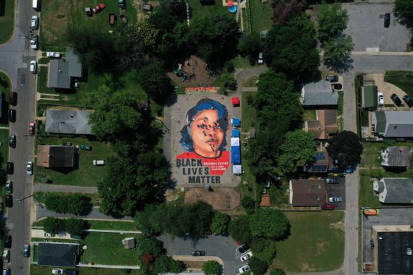 Bestpix「Large Mural Of Breonna Taylor Painted In Historically Black Maryland Neighborhood」:写真・画像(3)[壁紙.com]