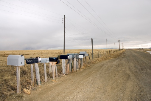 Wooden Post「Mailboxes along rural road」:スマホ壁紙(4)