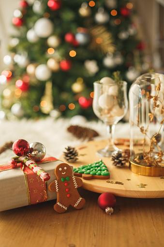 Birthday Card「Decorative seasonal elements for a pretty home during December」:スマホ壁紙(6)