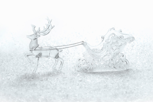 Sled「Decorative reindeer and sled on faux snow」:スマホ壁紙(9)