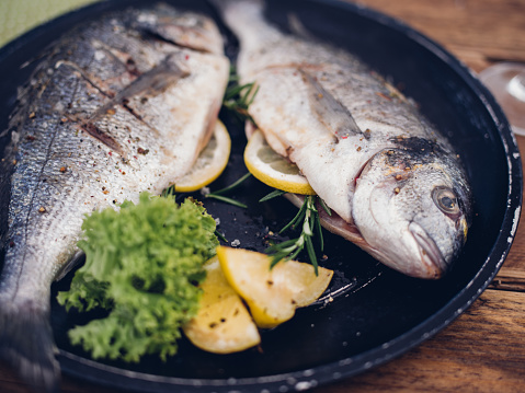 Char-Grilled「Fish grilled with a stuffing of lemon and rosemary」:スマホ壁紙(2)