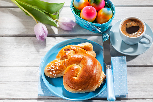 Easter「Breakfast with coloured Easter eggs, cup of coffee and Easter pastry」:スマホ壁紙(4)